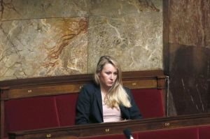 584831_la-deputee-fn-marion-marechal-le-pen-le-19-mars-2013-a-l-assemblee-nationale
